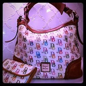 Dooney & Bourke Bags - DOONEY & BOURKE 1975 SIGNATURE HANDBAG W/ WALETT